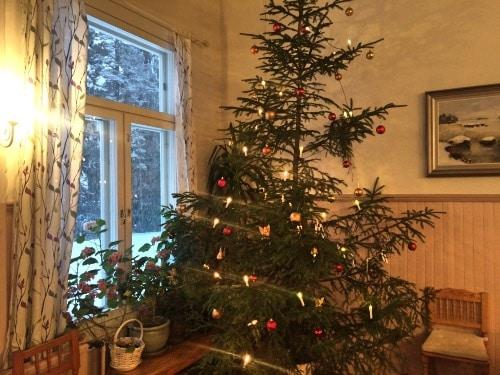 Koristeltu-joulukuusi
