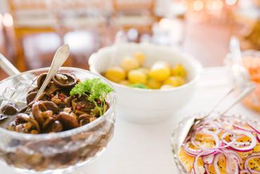 Peruna-sienisalaatti-ja-salaattia
