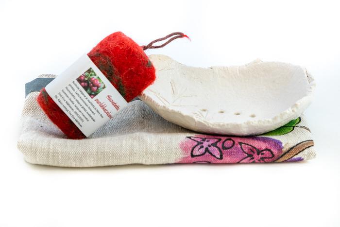 Setti-huopasaippua-saippuateline-ja-pyyhe