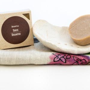 Setti-turveshampoo-saippuateline-ja-pyyhe