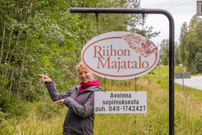 Opastekyltti-Riihon-Majatalo